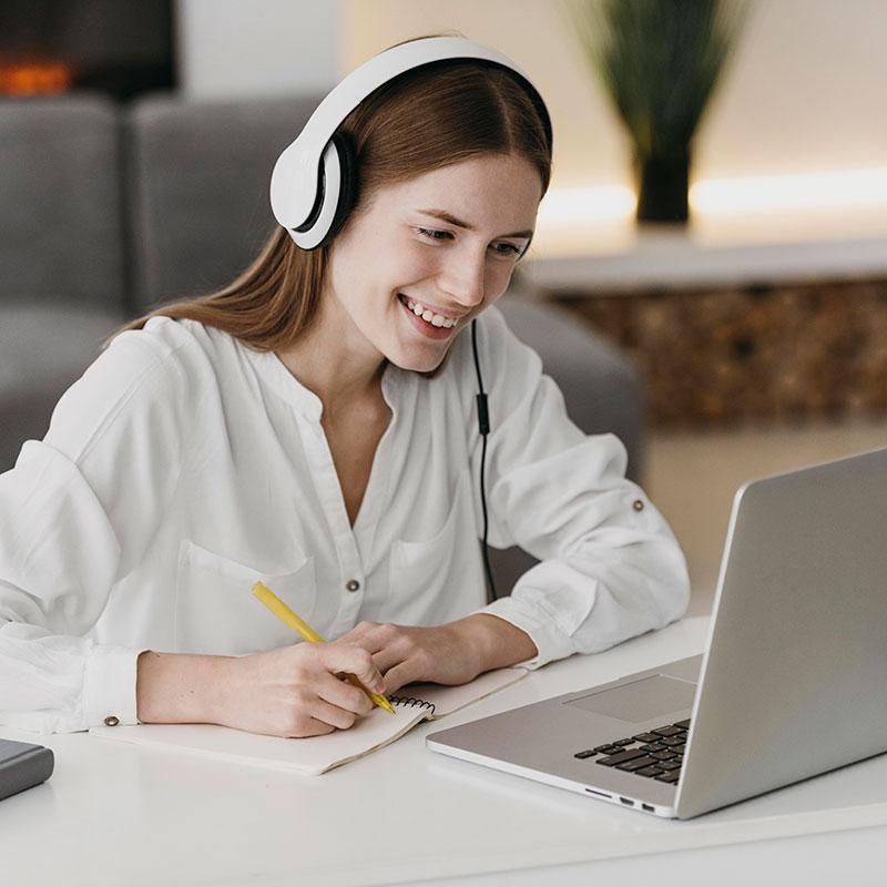 online eğitim veren öğretmenler